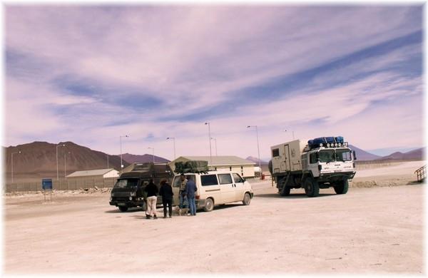 .... Verabschiedung am bolivianischen Grenzübergang, mit dem Wissen, dass wir uns in den nächsten Wochen und Monaten irgendwo wieder sehen werden